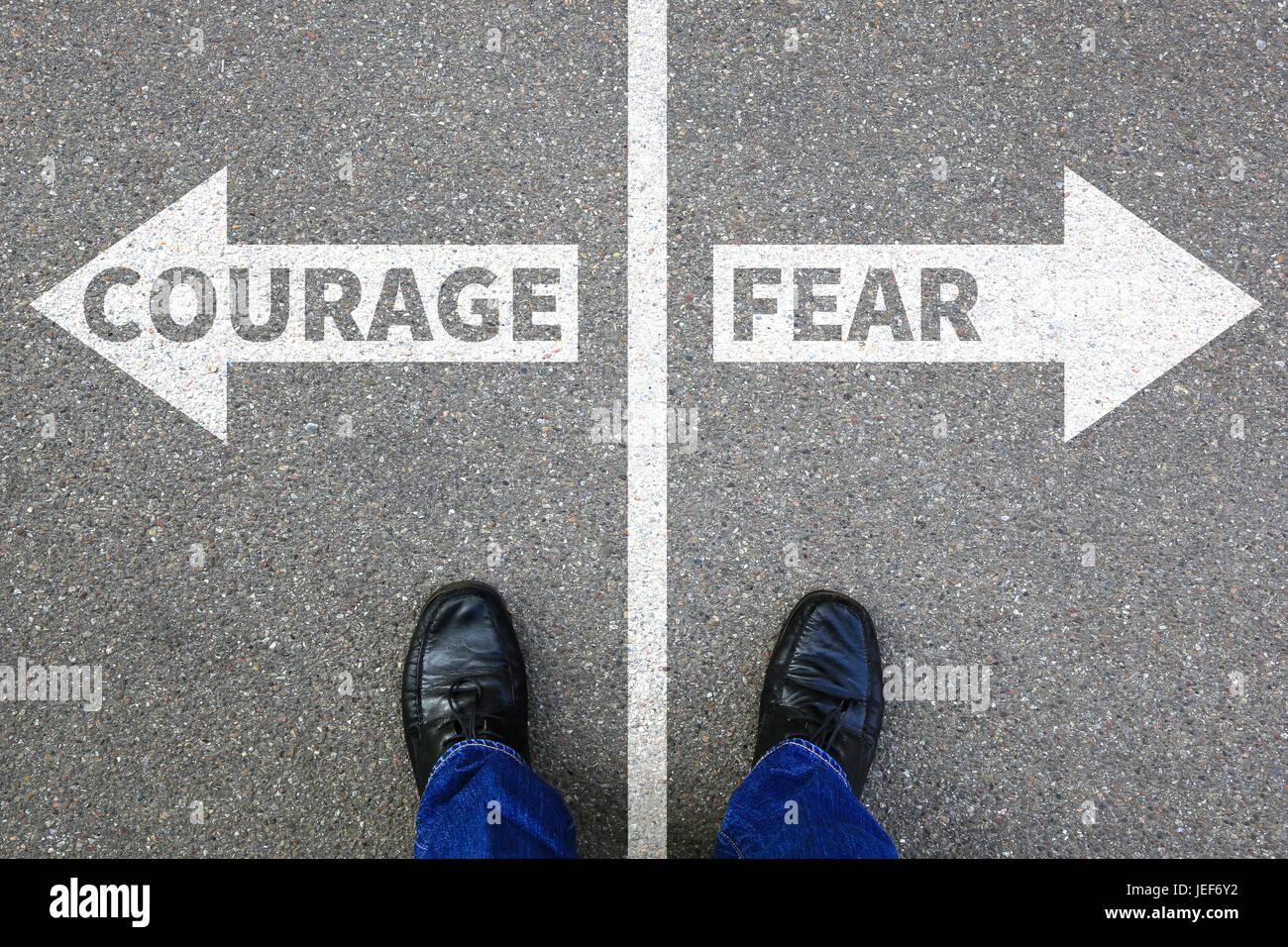 Mut und Angst vor dem Risiko Sicherheit zukünftige Stärke starke wirtschaftliche Konzept Gefahr gefährlich Stockbild