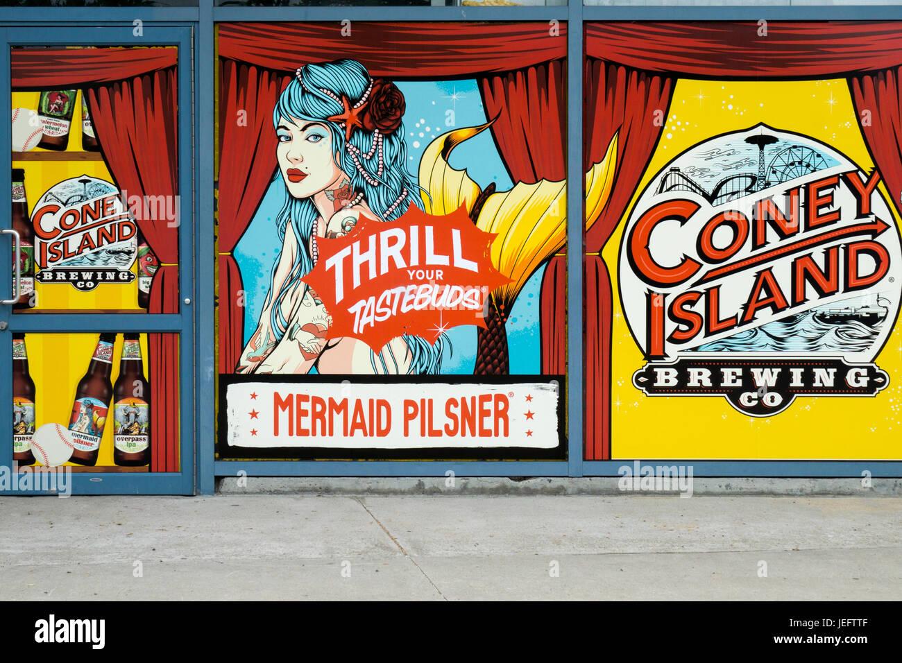 Altmodische Zeichen auf der Außenseite des Coney Island Brewing Company, eine Bar, die spezialisiert auf Craft Stockbild