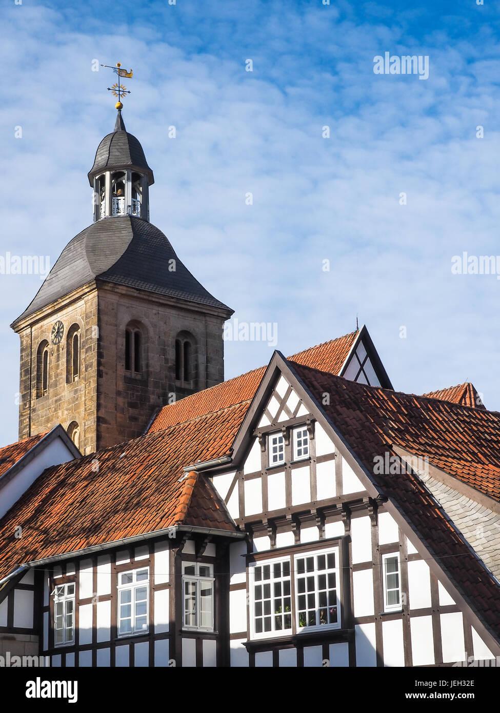 Stadt Tecklenburg mit Kirche und Fachwerkhäusern, Deutschland Stockbild