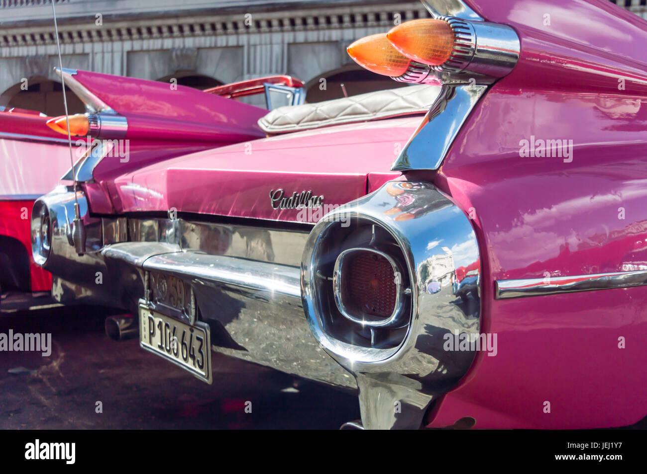 HAVANNA; Kuba - APRIL 18: Detail eines rosa klassische amerikanische Cadillac Autos; am 18. April; 2016 in Havanna Stockbild