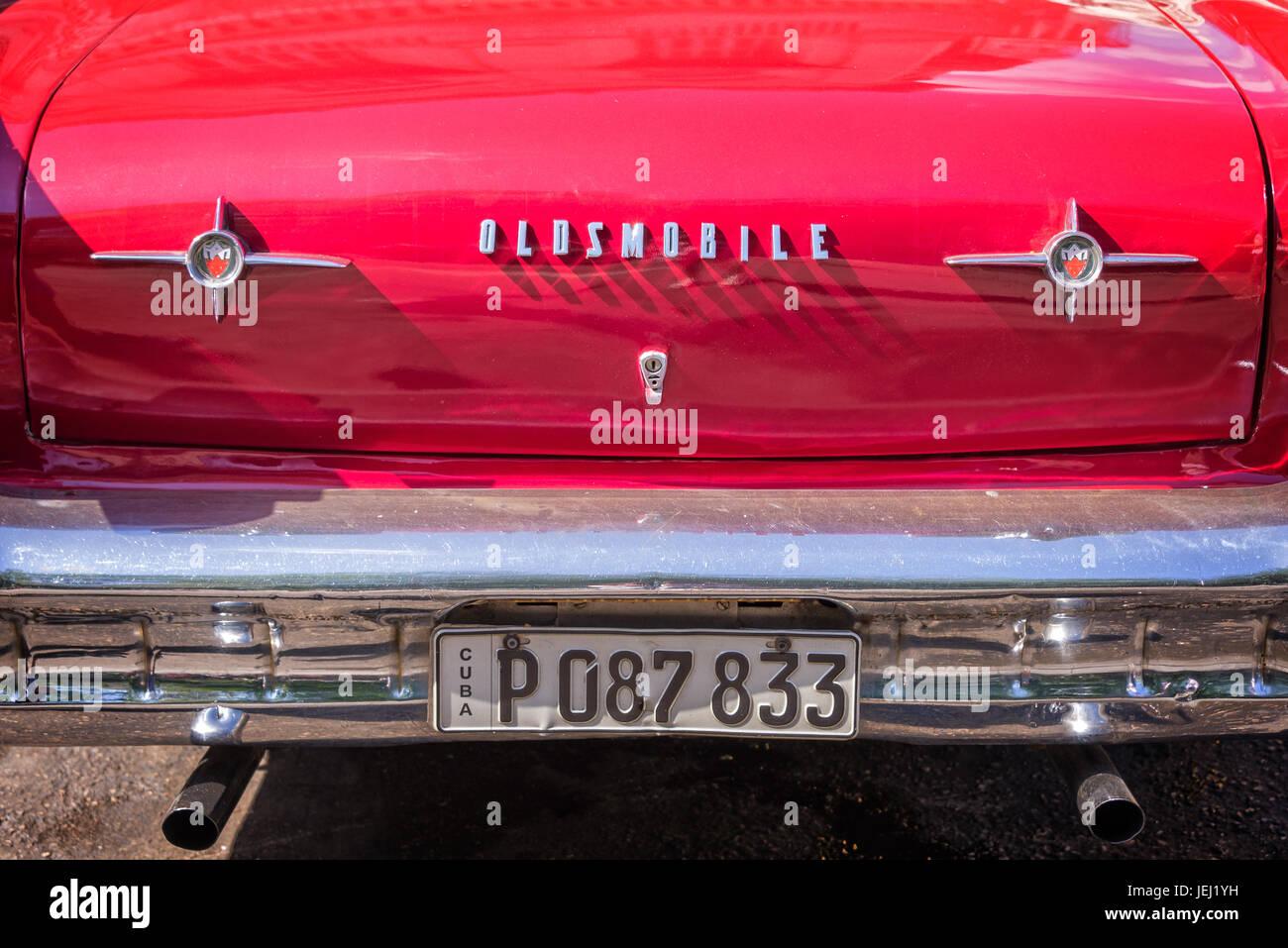 Havanna, Kuba - APRIL 18: Detail eines roten amerikanischen Oldsmobile Oldtimers, am 18. April 2016 in Havanna Stockbild