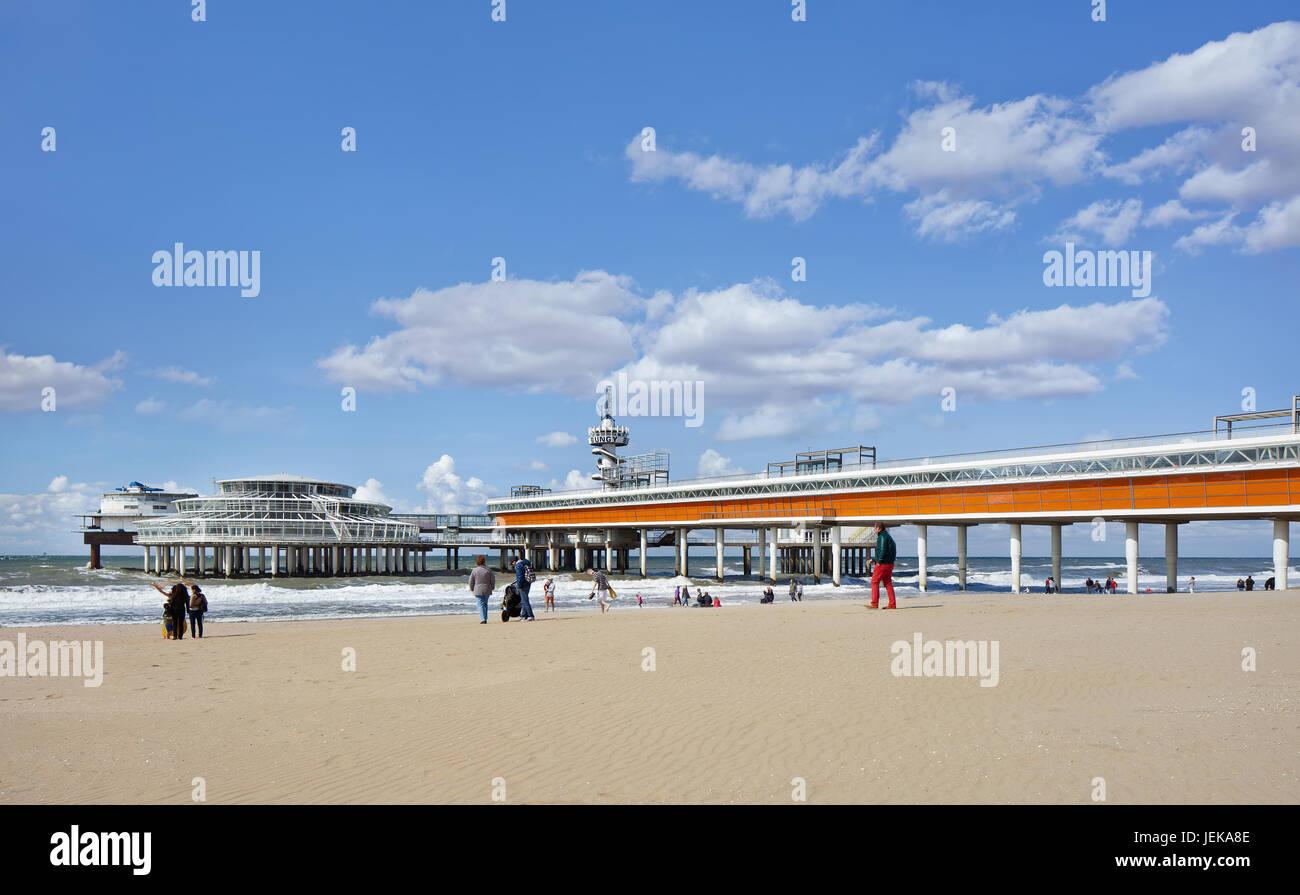 Verfwinkel Den Haag : Holland aug. 23 2014. scheveningen pier ein vergnügen pier im