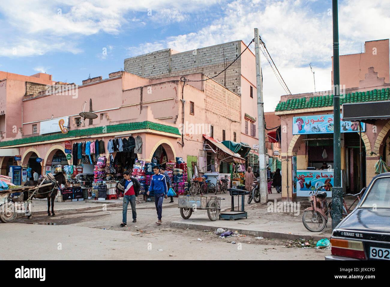 Kleine Städte in Marokko. Straßen der Geschäfte und des täglichen Lebens. Stockbild