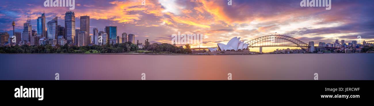 Ein Panorama von Sydney bei Dämmerung Stockbild