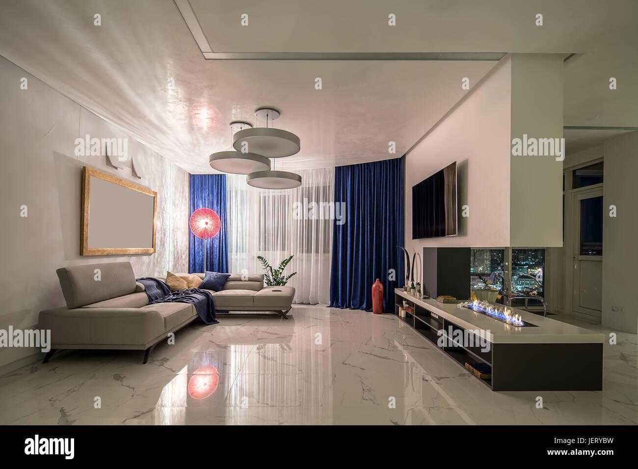 Zimmer in einem modernen Stil mit weißen Wänden und hellen ...