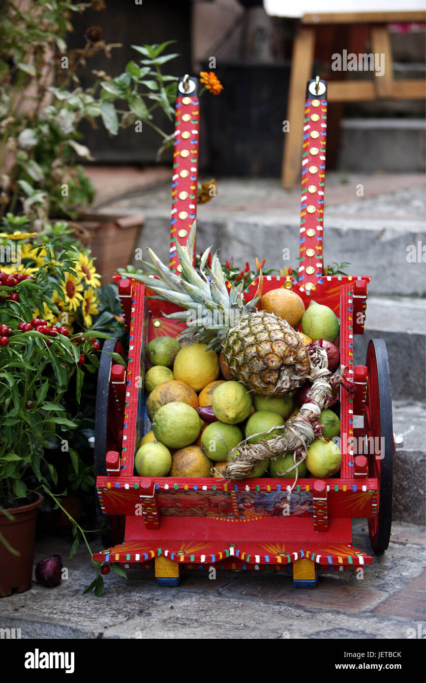 Italien, Sizilien, Taormina, Old Town, Holzkarren, Früchte ...