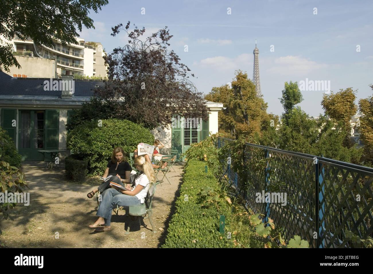 Frankreich, Paris, Haus Balzac, Terrasse, Tourist, Hintergrund, Eiffelturm,  Kein Model Release