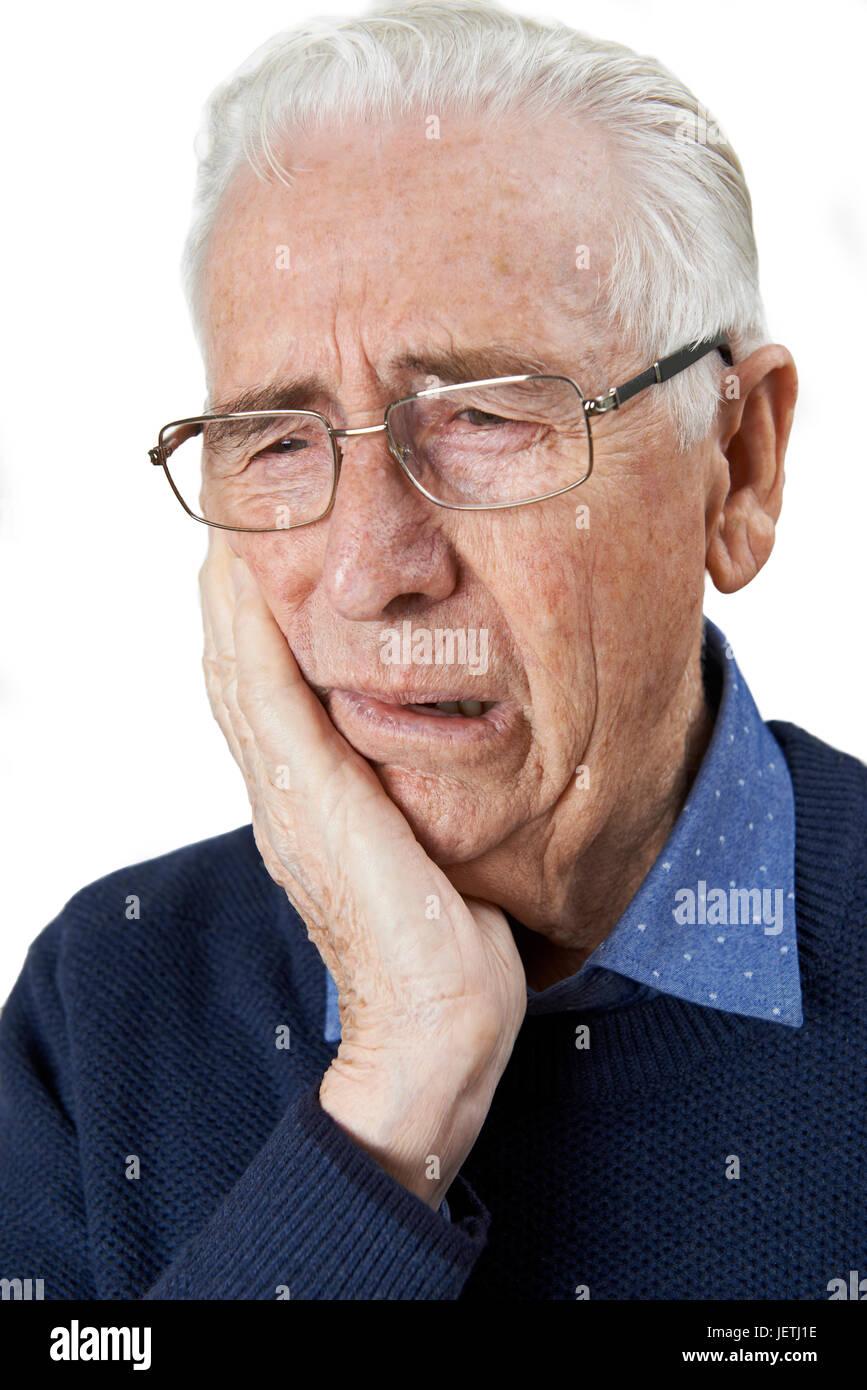 Studio-Porträt der älteren Menschen leiden mit Zahnschmerzen Stockbild
