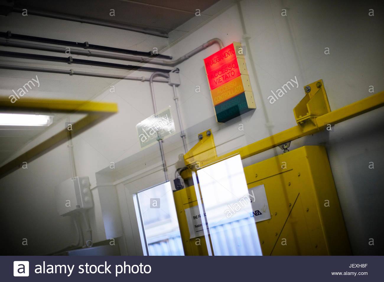 Die Tür zu den Neutronen-Generator bei ENEA Frascati, wo Tests durchgeführt wurden, um Gamma Ray Unterschriften Stockbild