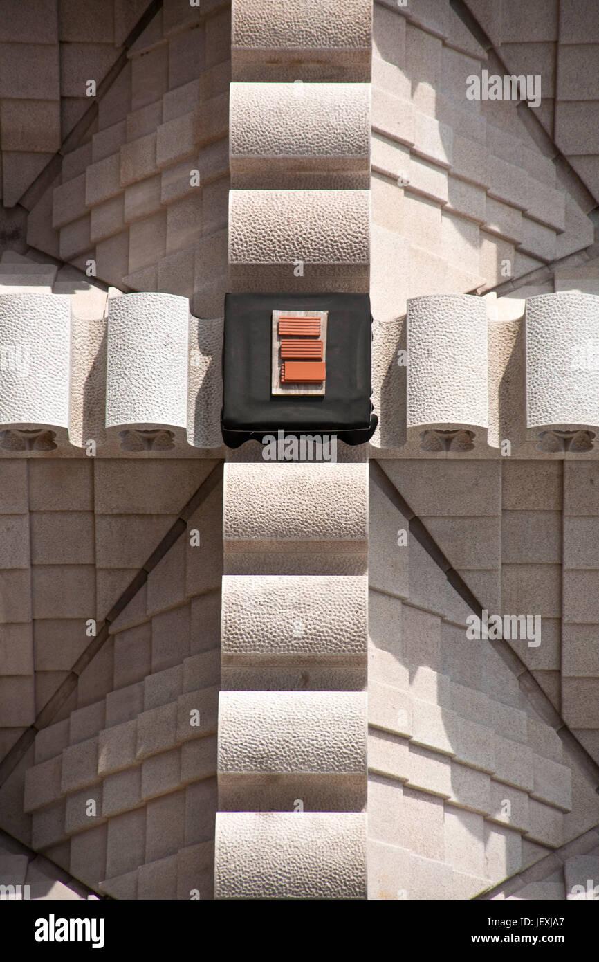 Barcelona, Spanien - 30. Oktober 2010: Struktur der Sagrada Familia Gebäude bilden ein Kreuz. Stockbild