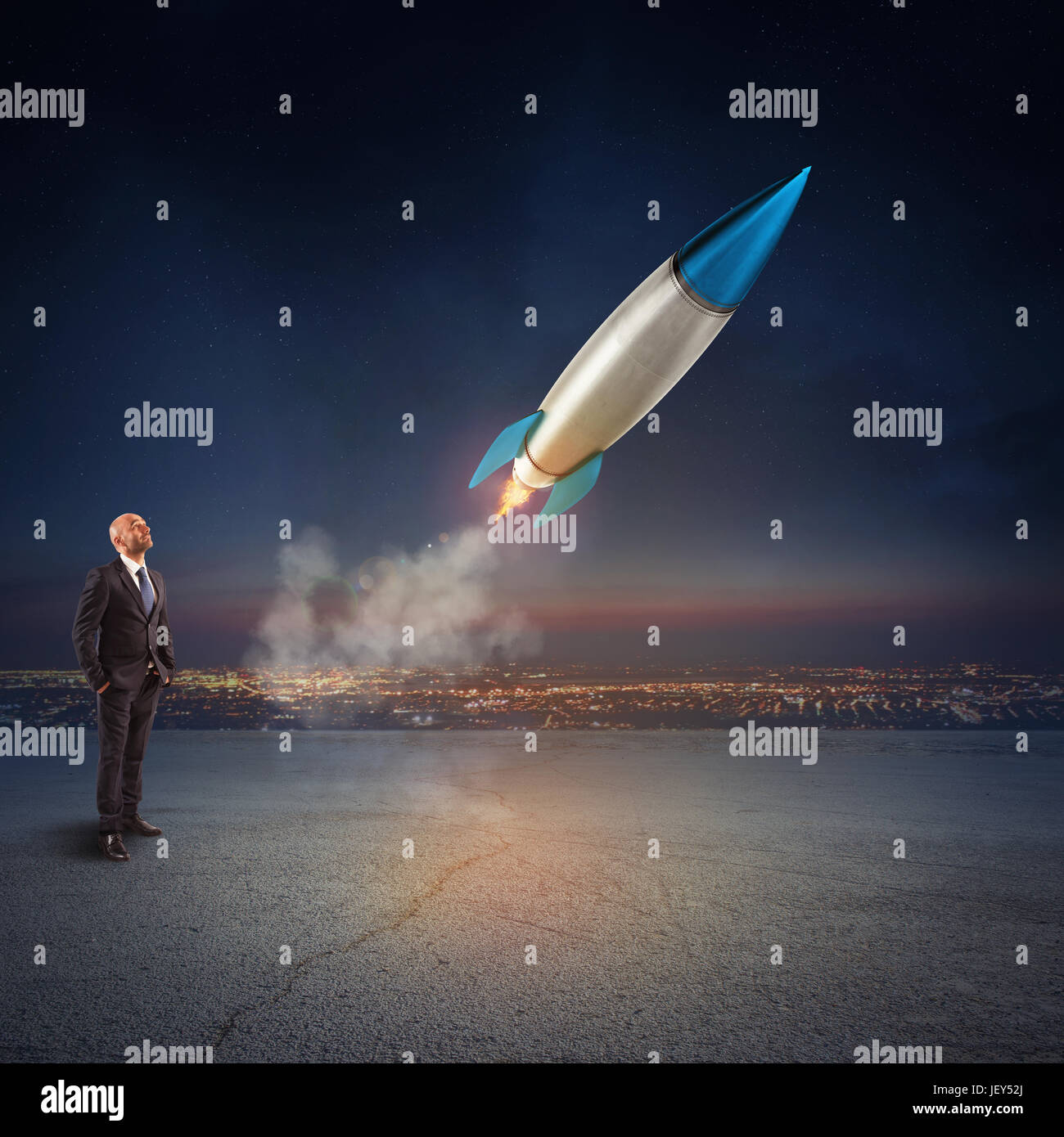 Geschäftsmann sieht eine Rakete zu starten. Konzept der Firma Start und Neugeschäft. 3D-Rendering. Stockbild