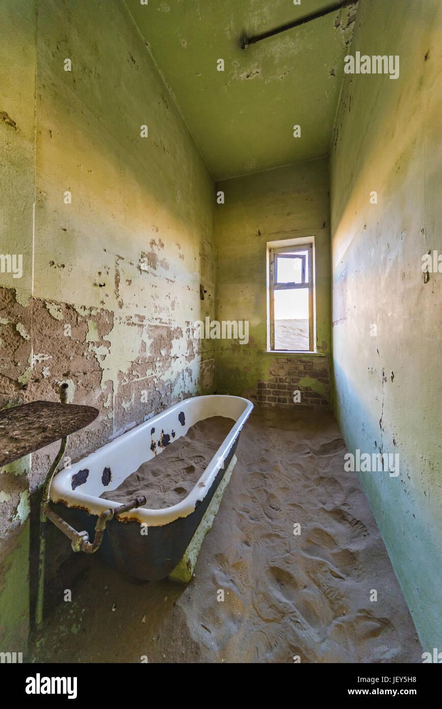 Badewanne in Geisterstadt Stockbild