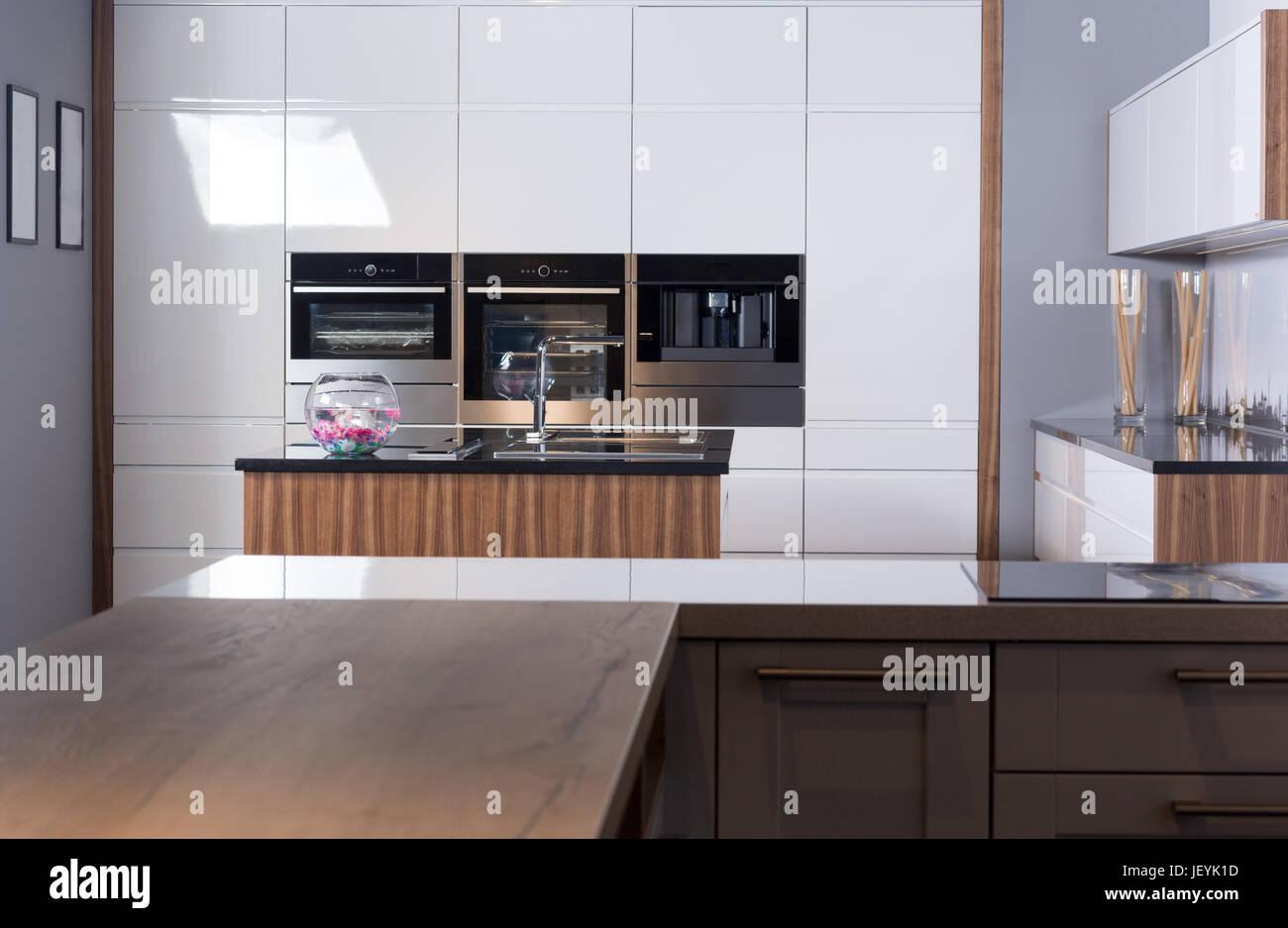 Idee der minimalistische Küche. Moderne Küche mit einem ...