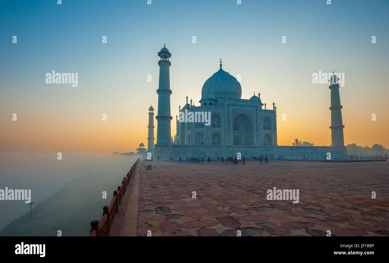 Taj Mahal bei Sonnenaufgang, Agra, Indien Stockbild