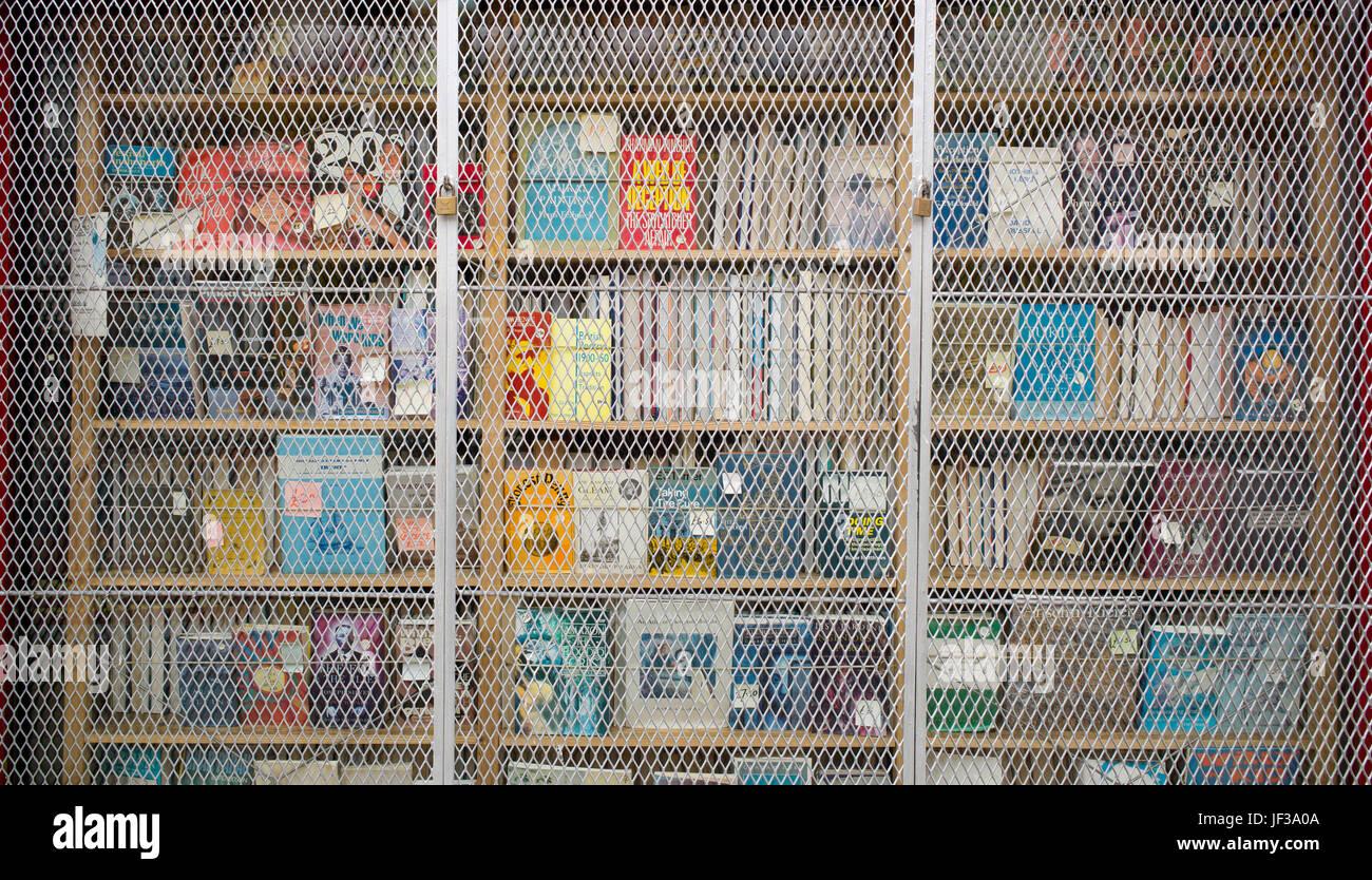 Metal Security Grille Stockfotos & Metal Security Grille Bilder - Alamy