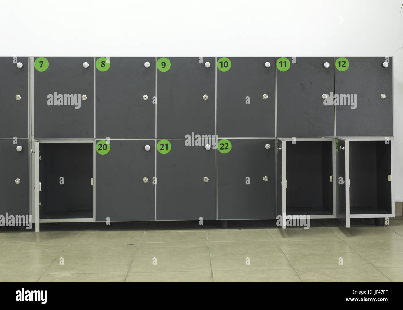 luggage lockers stockfotos luggage lockers bilder alamy. Black Bedroom Furniture Sets. Home Design Ideas