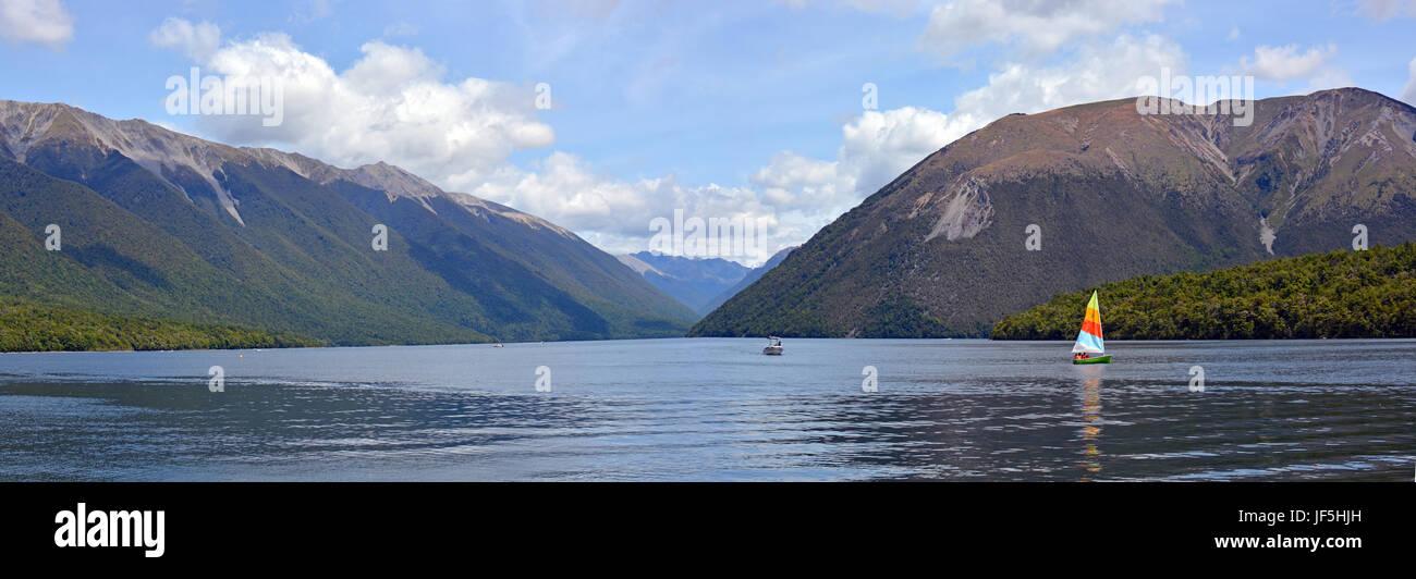 Lake Rotoiti im Nelson Lakes District, Neuseeland Panorama. Beliebt bei Touristen zum Schwimmen und Baoting im Sommer. Stockbild