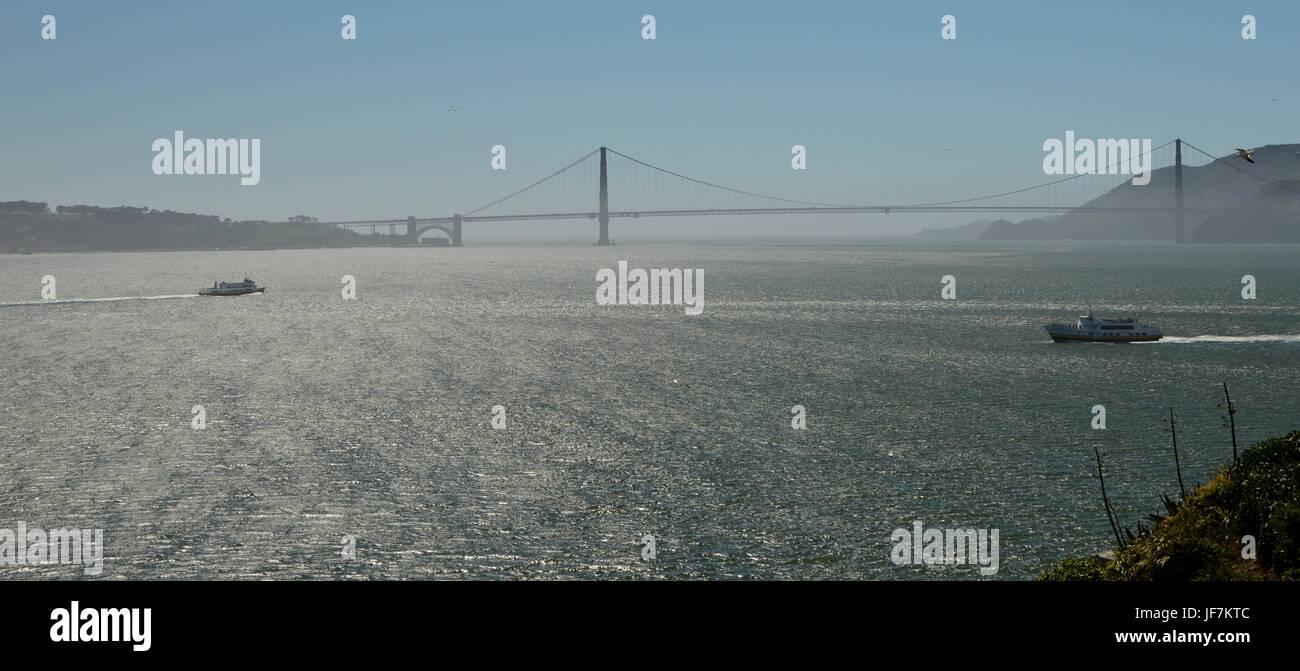 Golden Gate Bridge fotografiert von der Insel Alcatraz am 1. Mai 2017, Kalifornien USA Stockbild