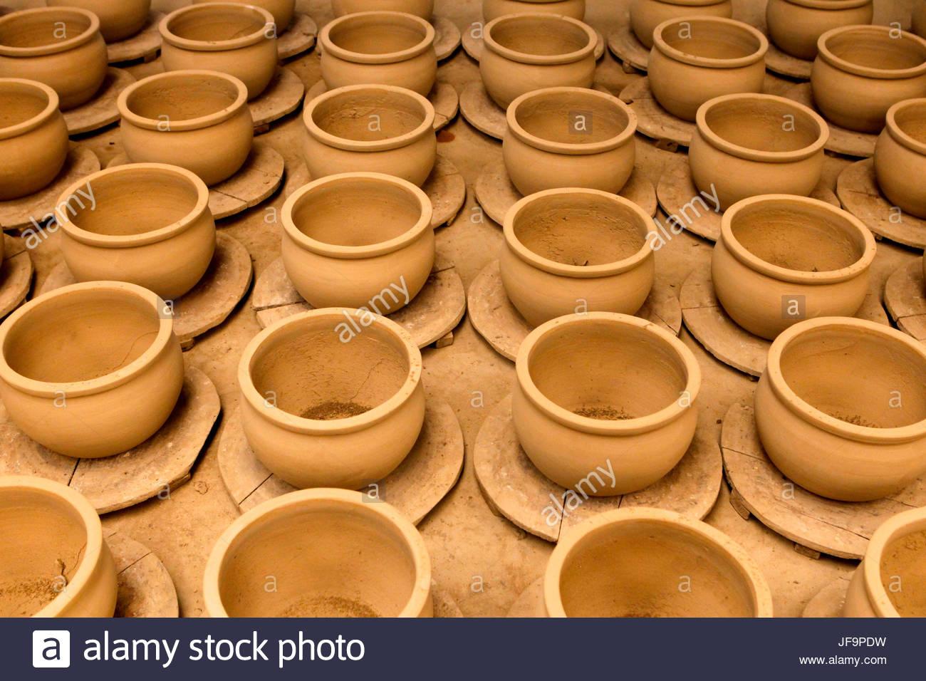 Trocknende Keramik entlang dem Mekong Flussdelta später verkauft werden. Stockbild