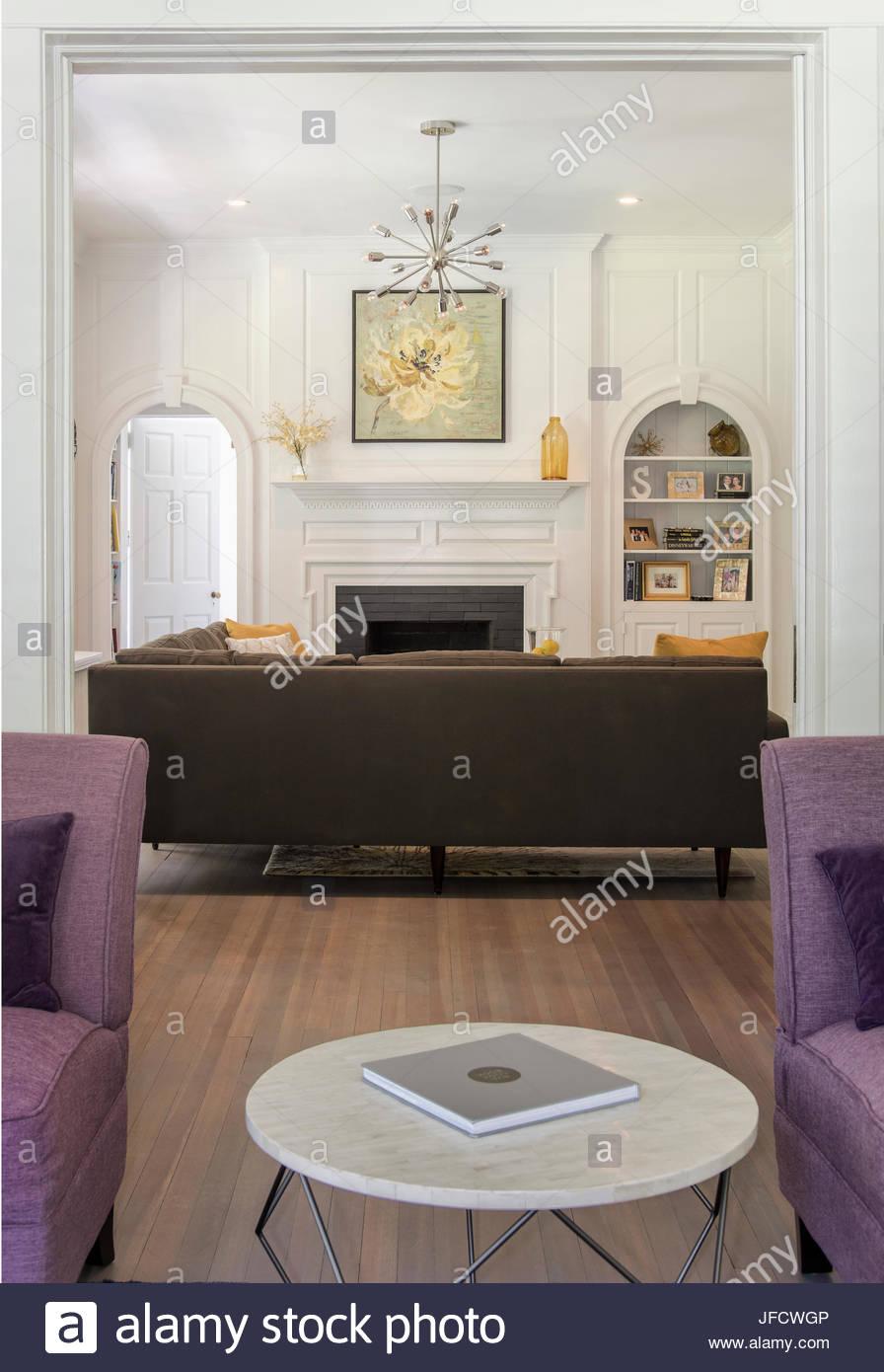 Zeitgenössische Wohnzimmer, Sitzecke, mit Mobiliar, Kamin, Kunst ...