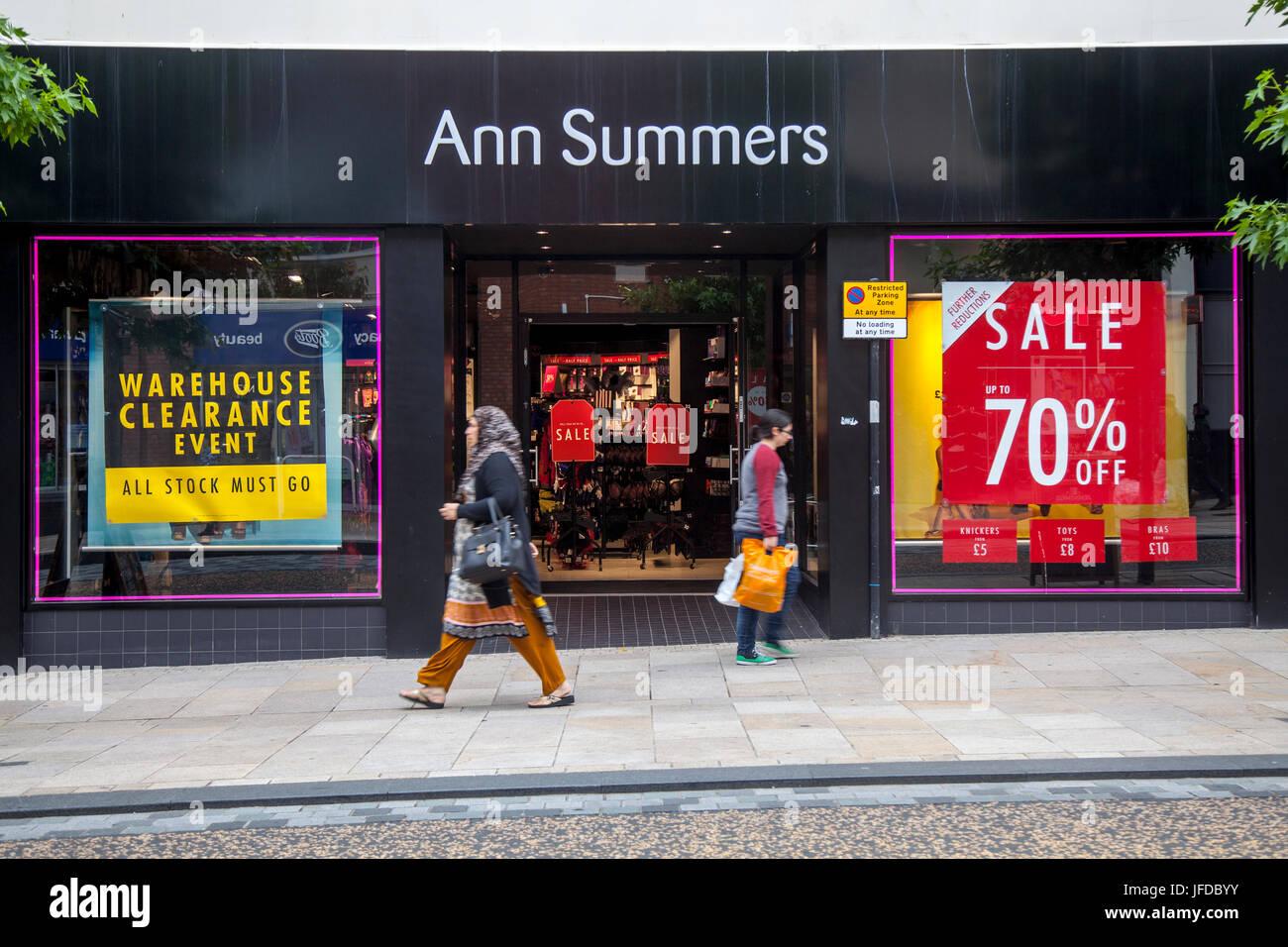 Leute, Ann Summers Shop vordere Lager Spiel Event Sommer Umsatz 70 ...