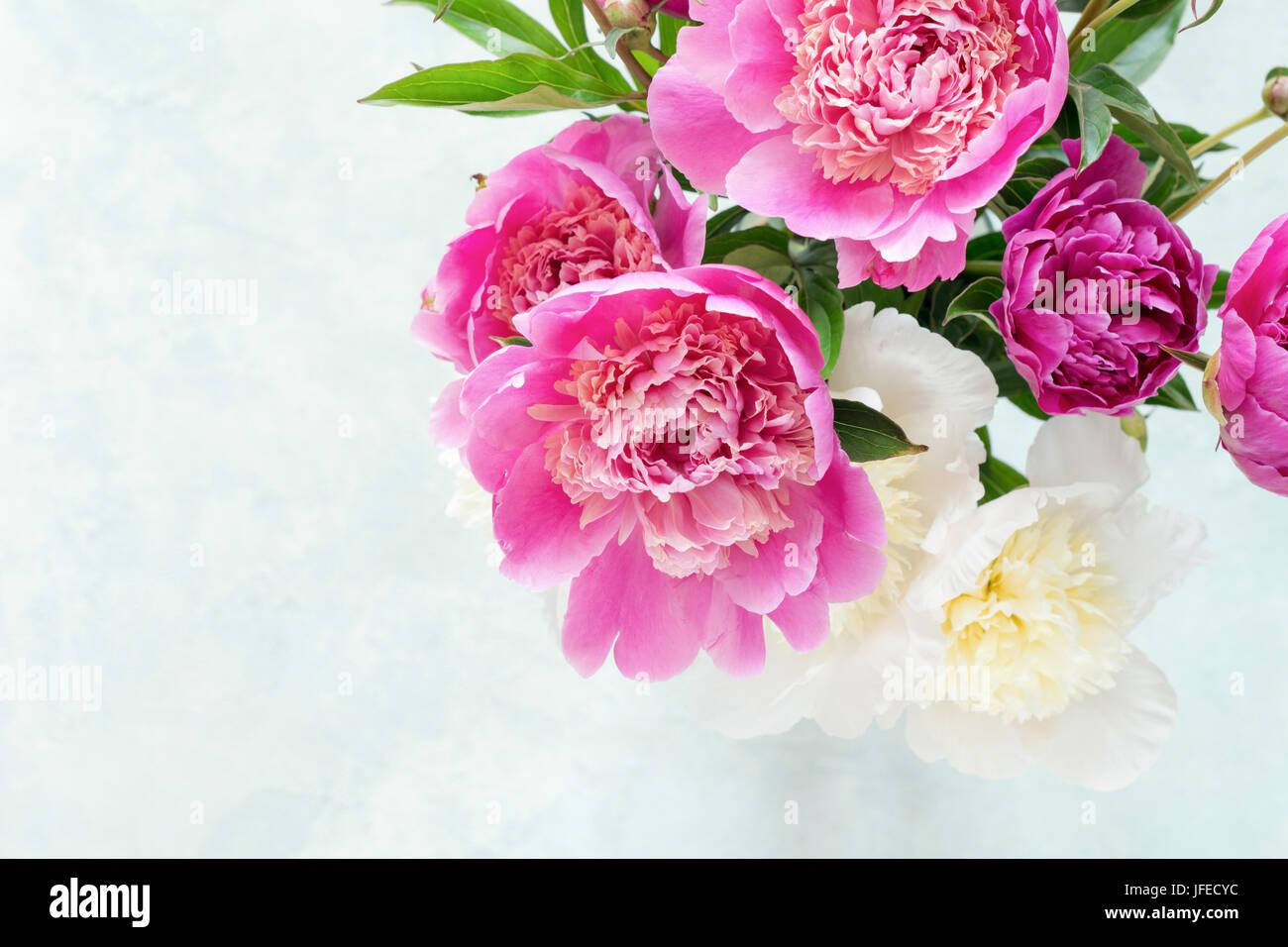 Pfingstrosen Schoner Blumenstrauss Rosa Weisse Und Violette