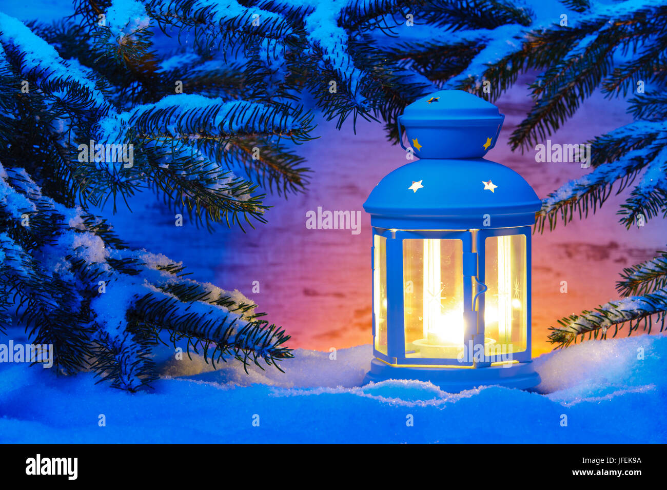 stilllife weihnachten winter laterne im schnee stockfoto bild 147225270 alamy. Black Bedroom Furniture Sets. Home Design Ideas