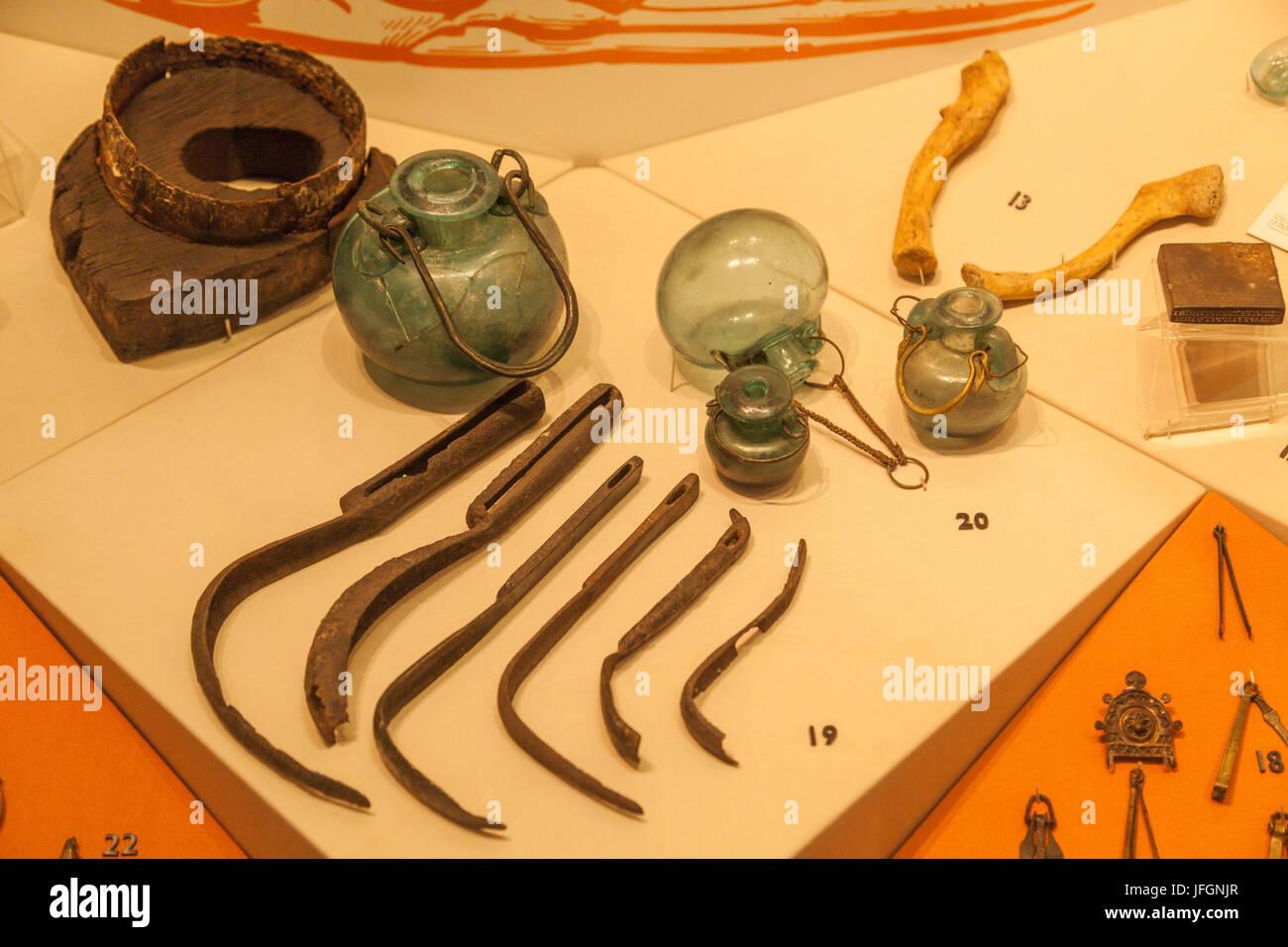 England, London, die Stadt, Museum of London, ausstellen der römische medizinische und kosmetische Instrumente Stockbild