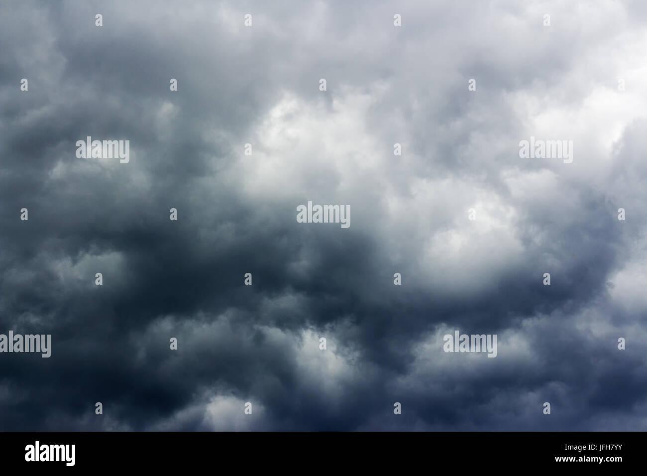 Bedrohlich bewölkten Himmel Stockbild