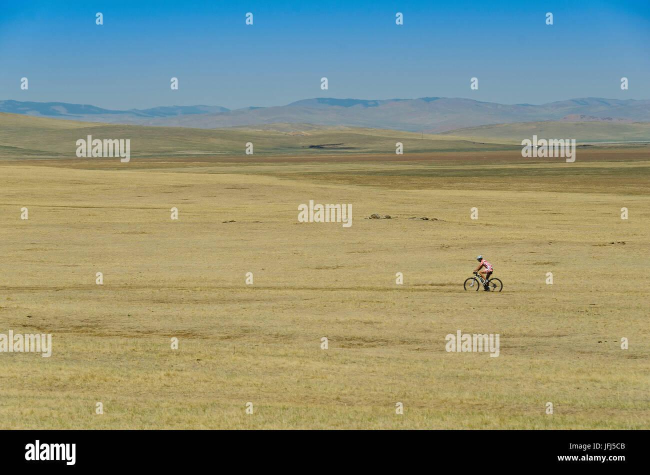 Mongolei, Zentralasien, Biker zwischen Tsenkher und Khotont Stockbild