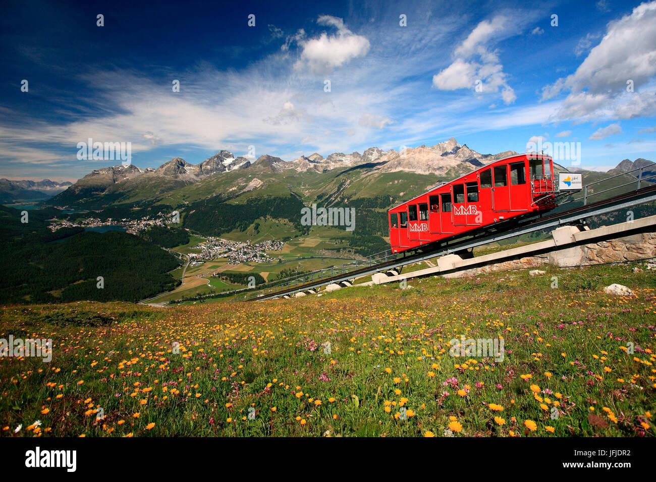 Muottas Muragl (2, 454 m) ist ein Ort, an den südlichen Hängen des Blais da Muottas (2, 568 m), ein Gipfel Stockbild