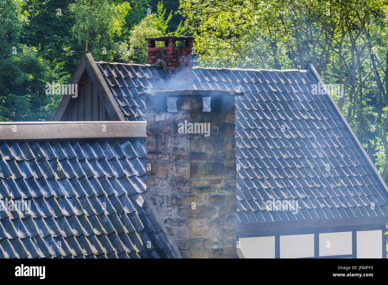 Kamin Mit Mörtel Aus Alten Quarrystones Stockbild