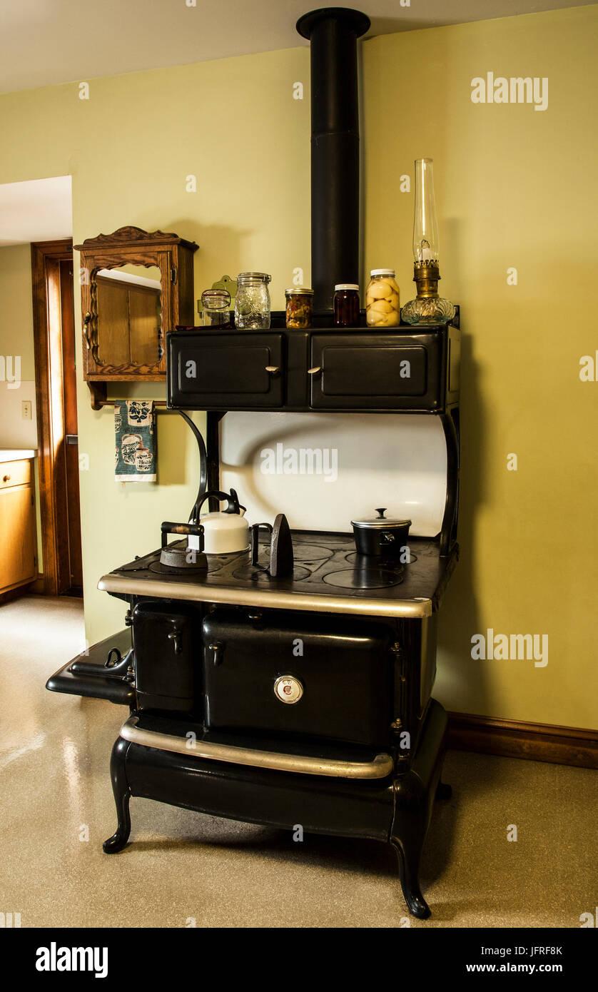 Eitelkeit Küche Vintage Ideen Von Schwarze Herd In Einem Alten Amish Küche,