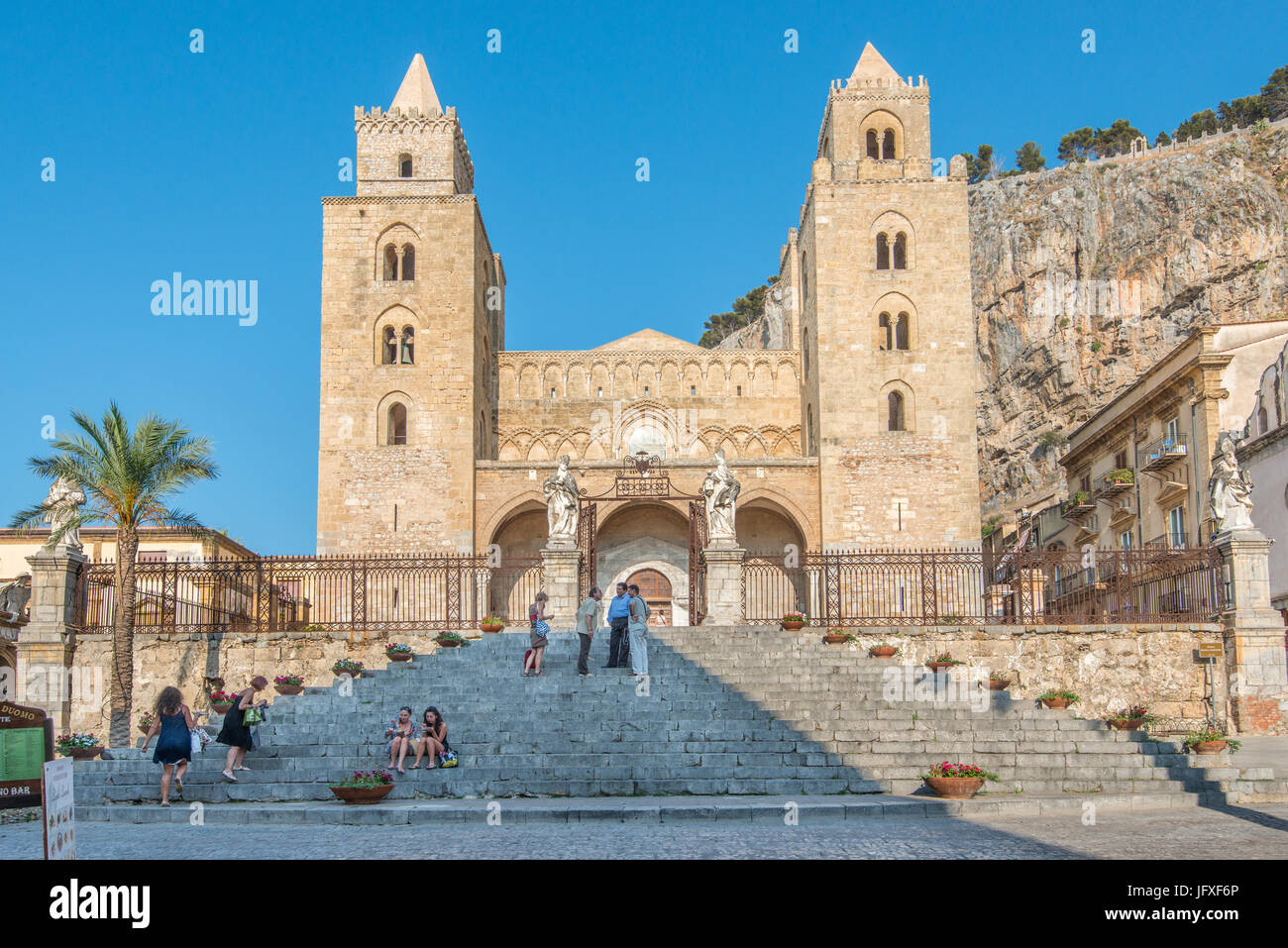 Die Kathedrale in Cefalù, Sizilien. Der Bau begann im Jahr 1131 und die Kathedrale ist ein Unseco Weltkulturerbe Stockbild