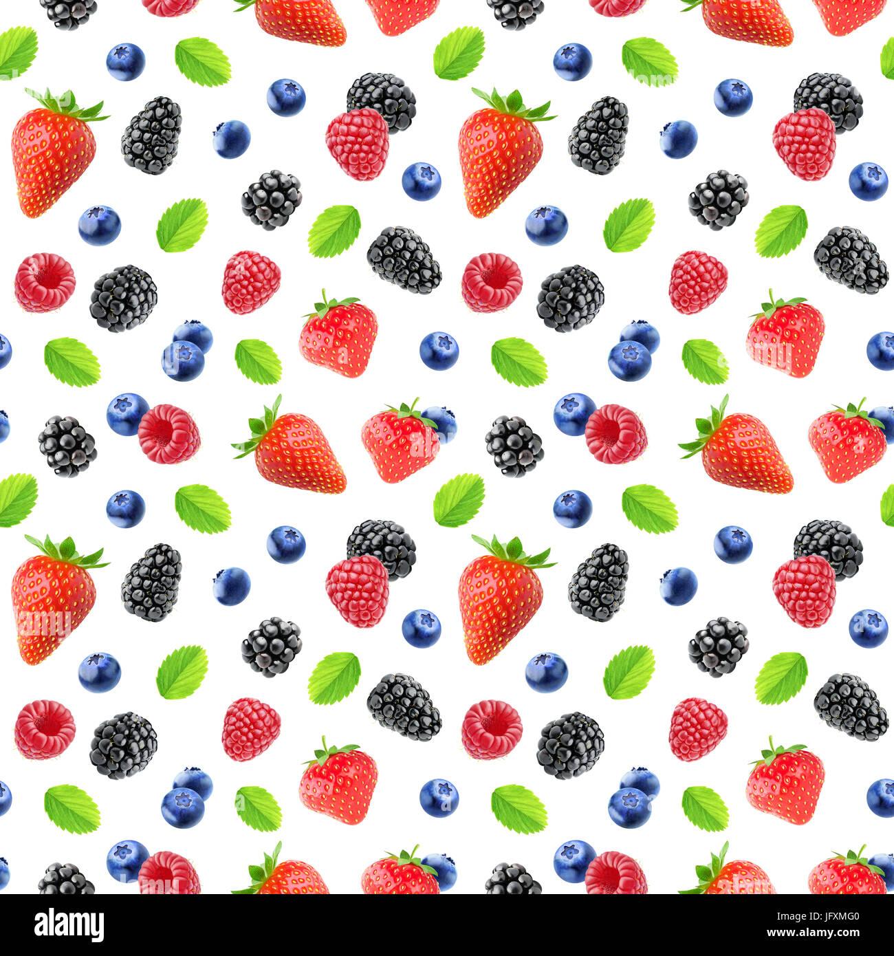 Beeren-Muster. Nahtlose Hintergrund mit Erdbeere, Brombeere, Himbeere und Heidelbeere Früchten isoliert auf weißem Stockfoto