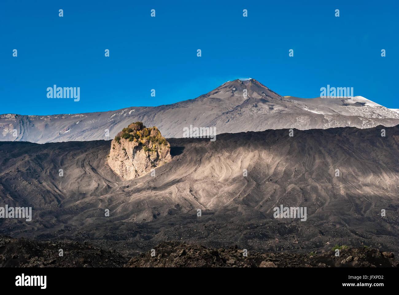 Gipfelkrater des Vulkans Ätna gesehen von der östlichen Flanke Stockbild