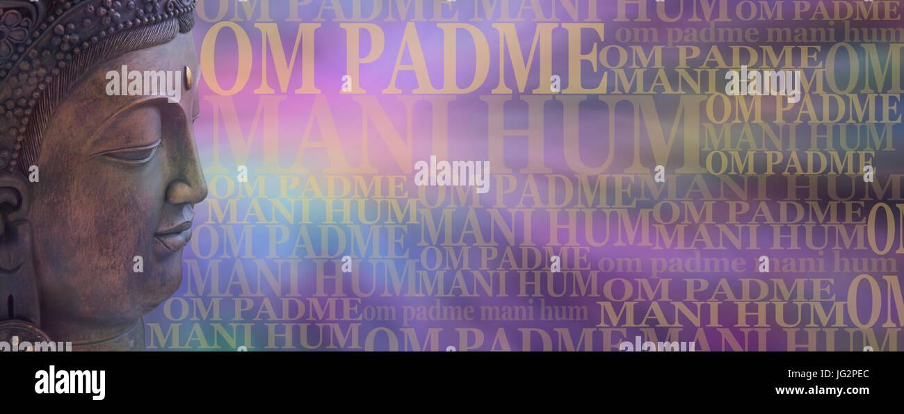 OM Padme Mani Hum Buddha Meditation Banner - buddhistischen Gesang Mantra Gebet Wörter auf einem breiten gedämpften Stockbild