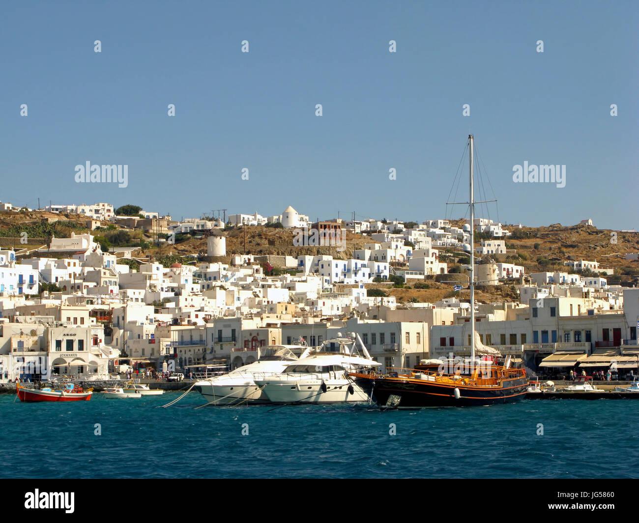 Chora Stadt Hafen Ägäische Meer griechische Kykladen Insel Mykonos Griechenland EU Europäische Union Europa Stockfoto