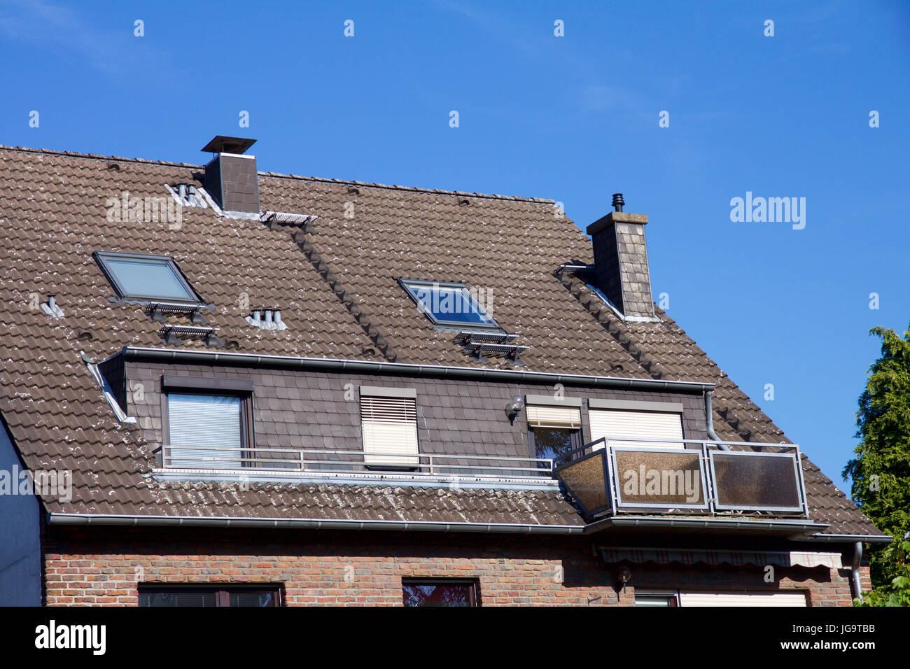 Vergrosserte Ansicht Auf Ein Haus Mit Balkon Und Dachgaube Fenster