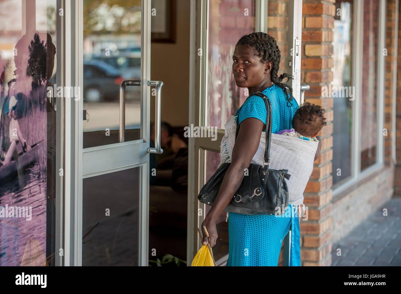 ca08b7c63c0ca Baby Blaue Handtasche Stockfotos   Baby Blaue Handtasche Bilder - Alamy