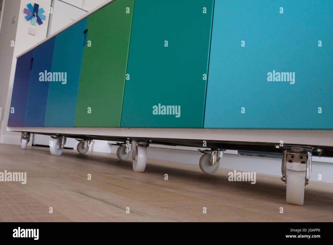 Bewegliche Küche Insel auf Rollen Stockfoto, Bild: 147749342 - Alamy