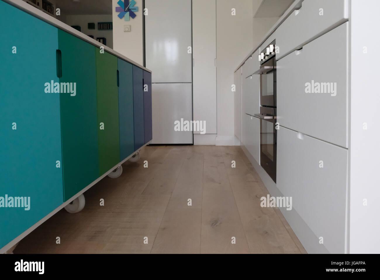 Bewegliche Kücheninsel Auf Lenkrollen Stockbild