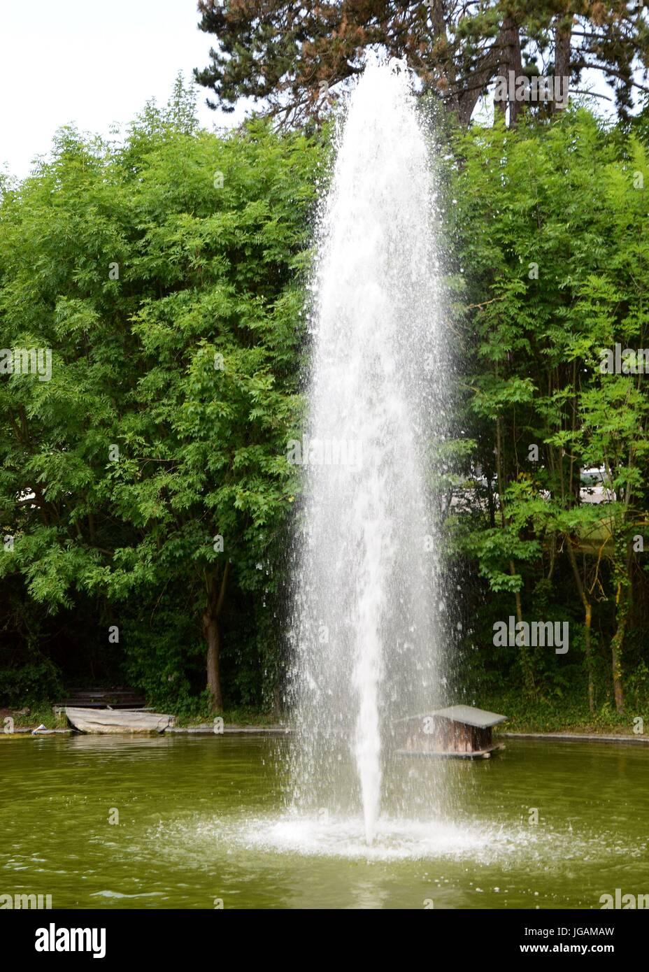 Teich stockfotos teich bilder alamy - Gartenteich springbrunnen ...