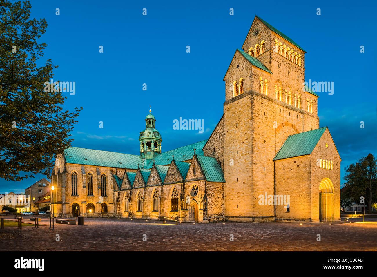 Kathedrale von Hildesheim, Deutschland in der Nacht Stockbild