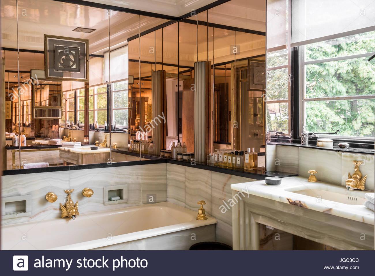 Art Deco Bathroom Stockfotos & Art Deco Bathroom Bilder - Alamy