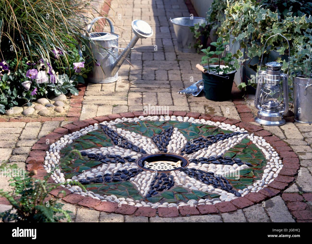 Bezaubernd Mosaik Garten Beste Wahl Diy Wasserspiel Im Garten: Kanten Um Kleine