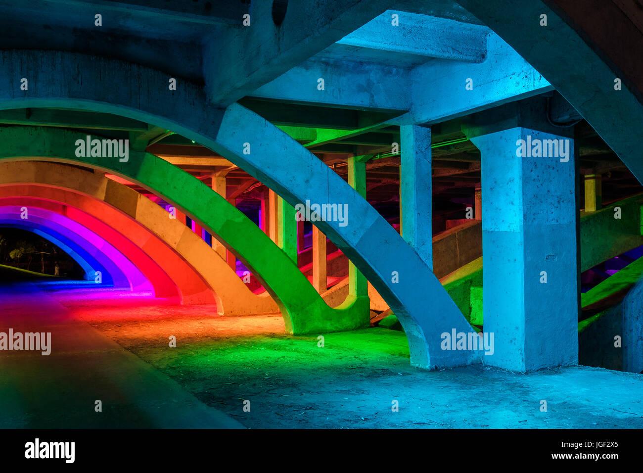 King William Brücke Unterführung Beleuchtung in Adelaide city Stockbild