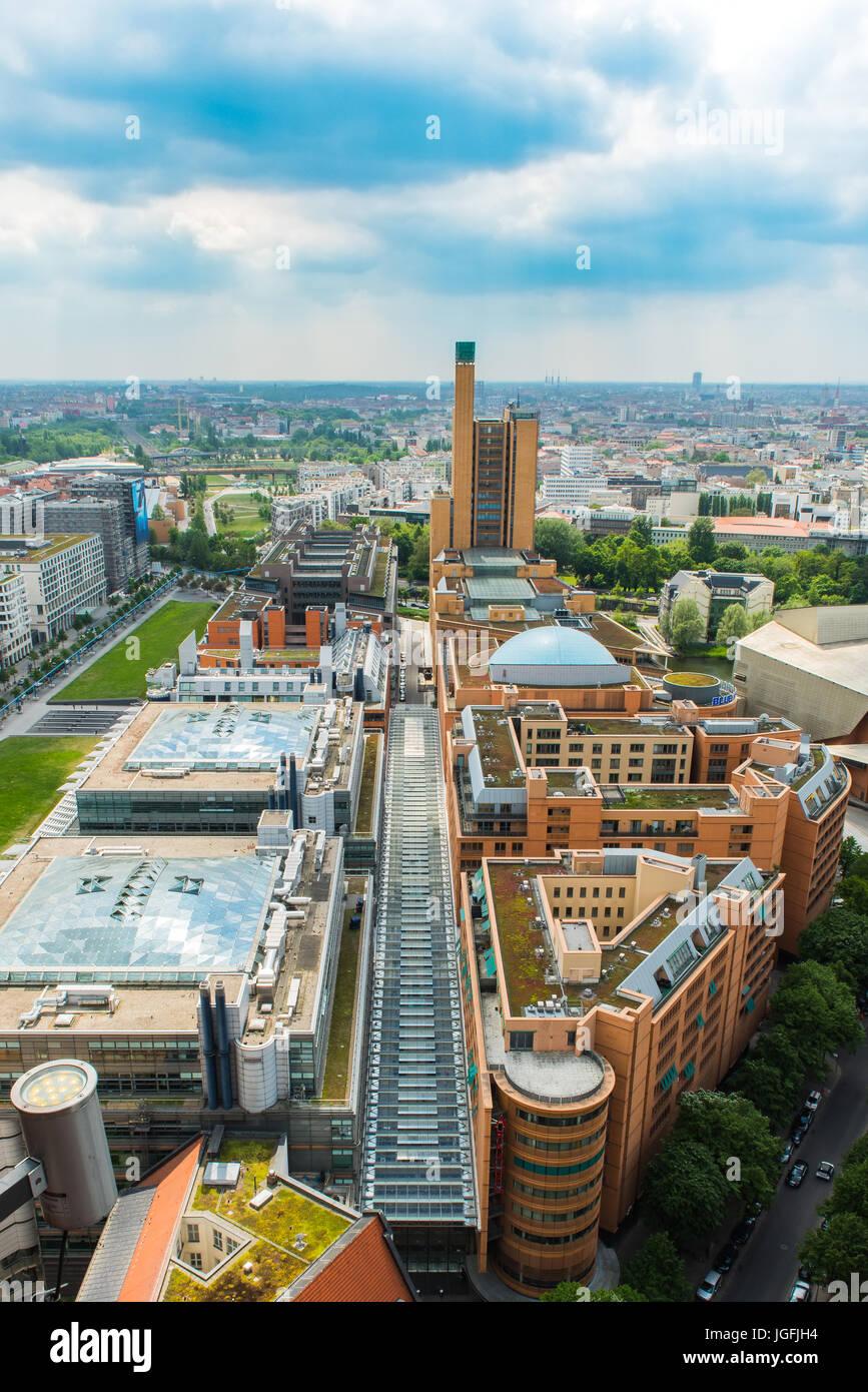 Berlin Citiy Ansicht dünn bewölktem Himmel Stockfoto