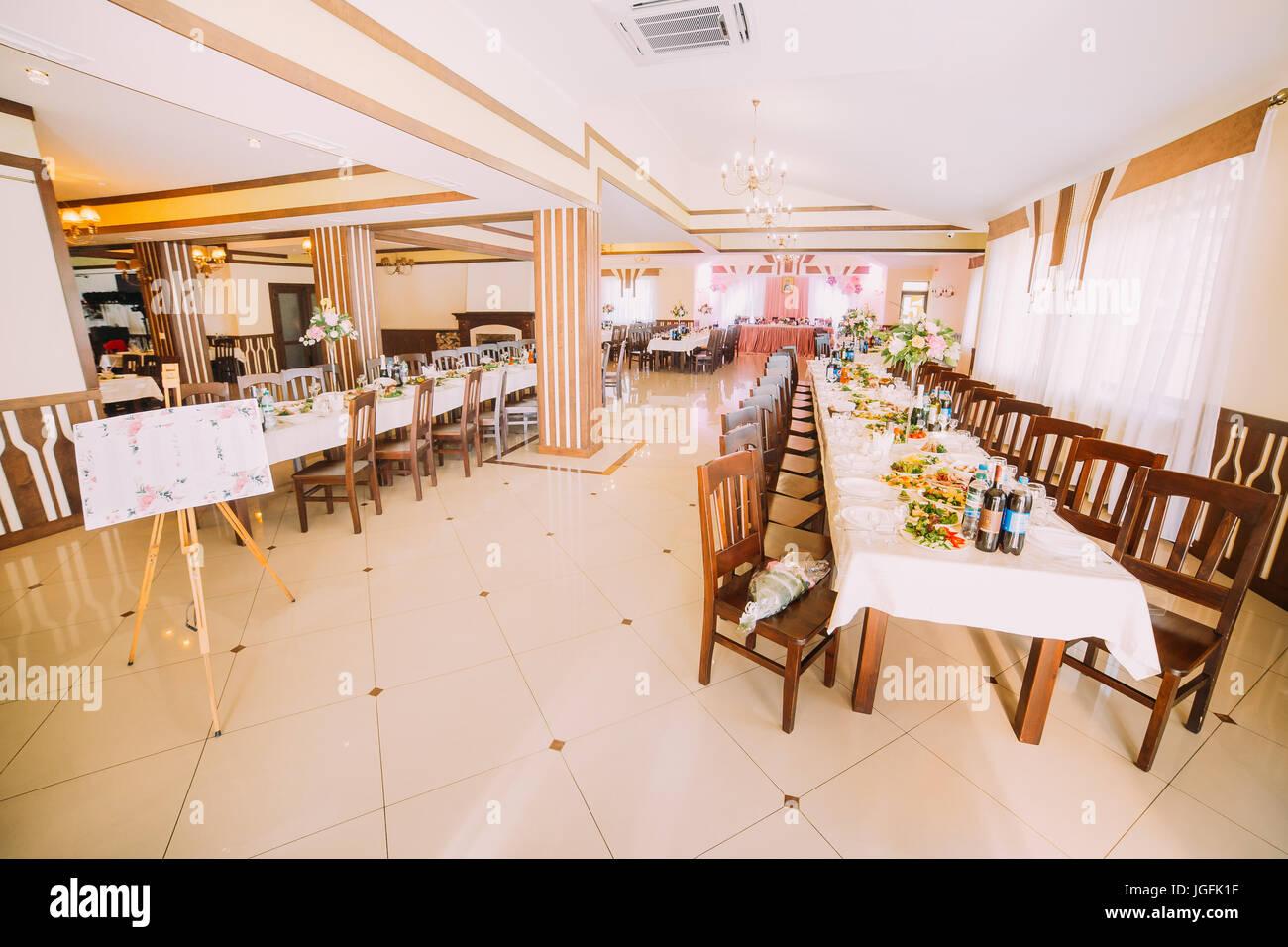 Das Interieur Des Restaurants Fur Die Hochzeitsfeier Stockfoto Bild
