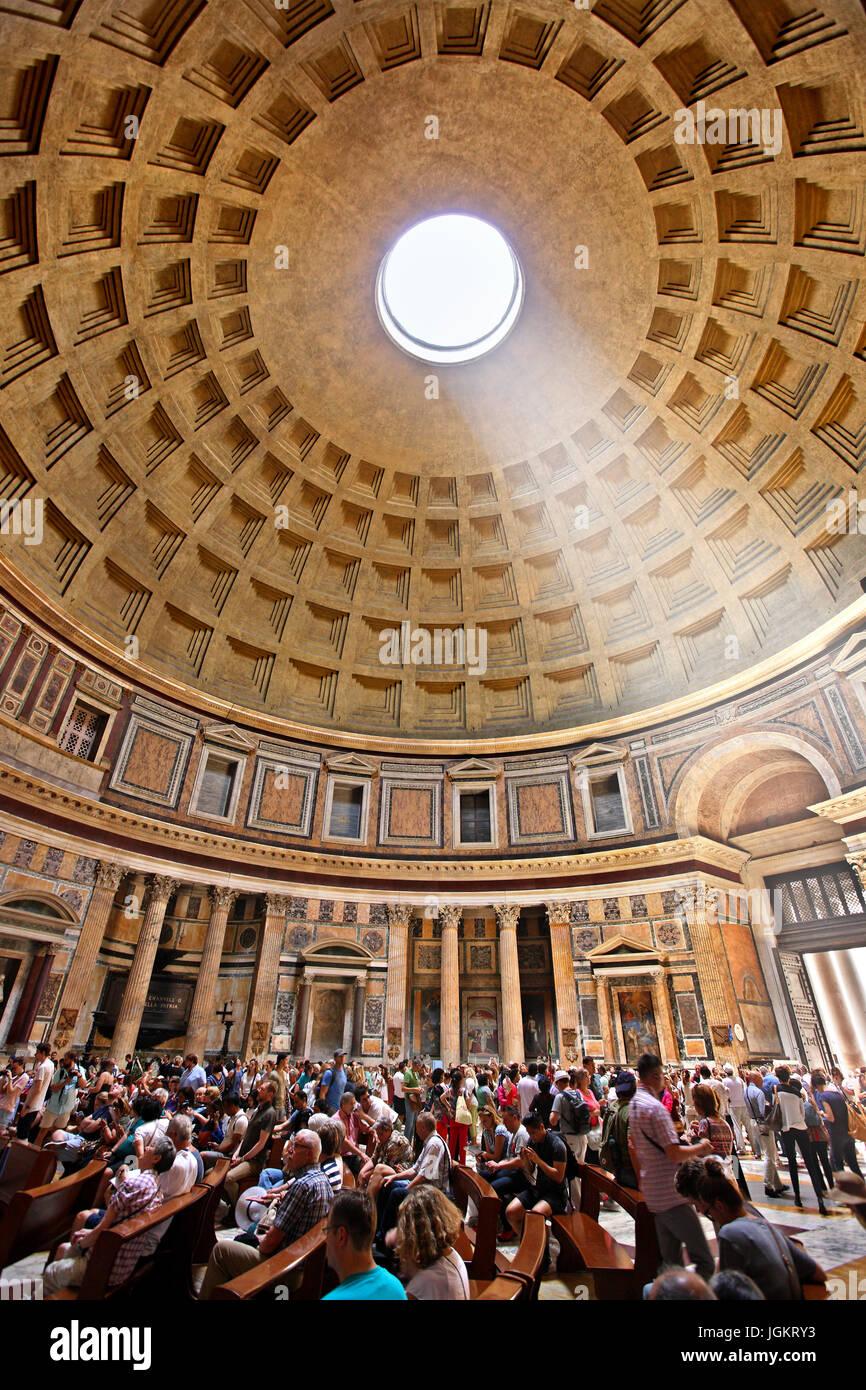 Im Inneren der Pantheon ehemaligen Roman Temple, jetzt eine Marienkirche und die Märtyrer (Chiesa Santa Maria Stockbild